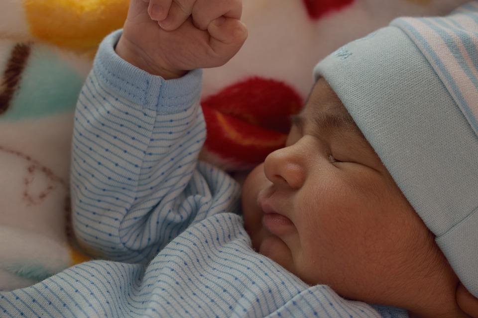 Cólicos Infantiles - Bebé durmiendo - Mamás360