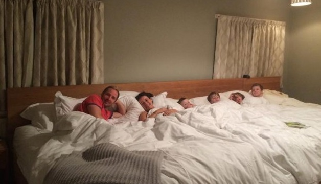 Todos en la misma cama -mamas360 - 00