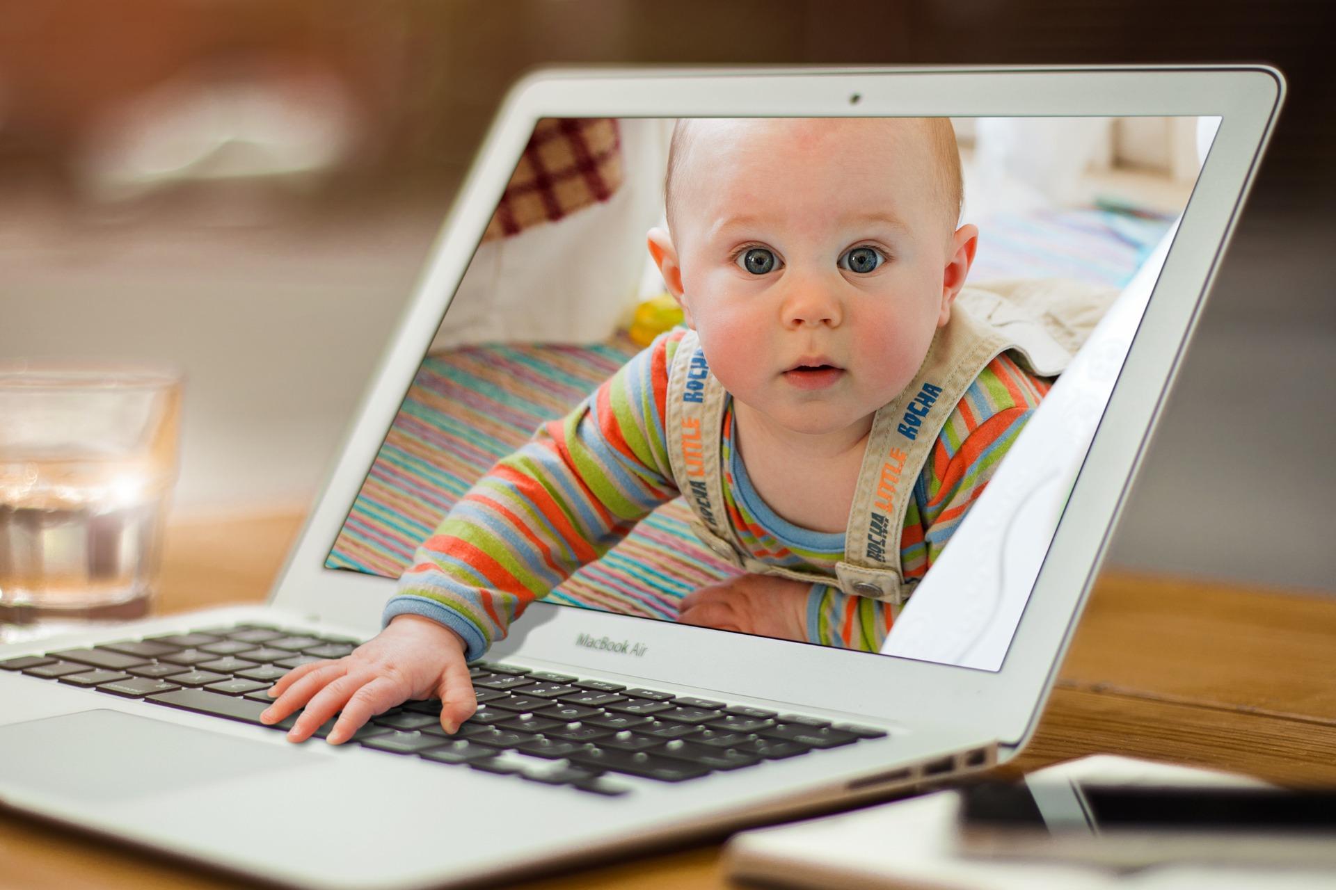 Mamá freelance - Mamas360 - Bebé y PC
