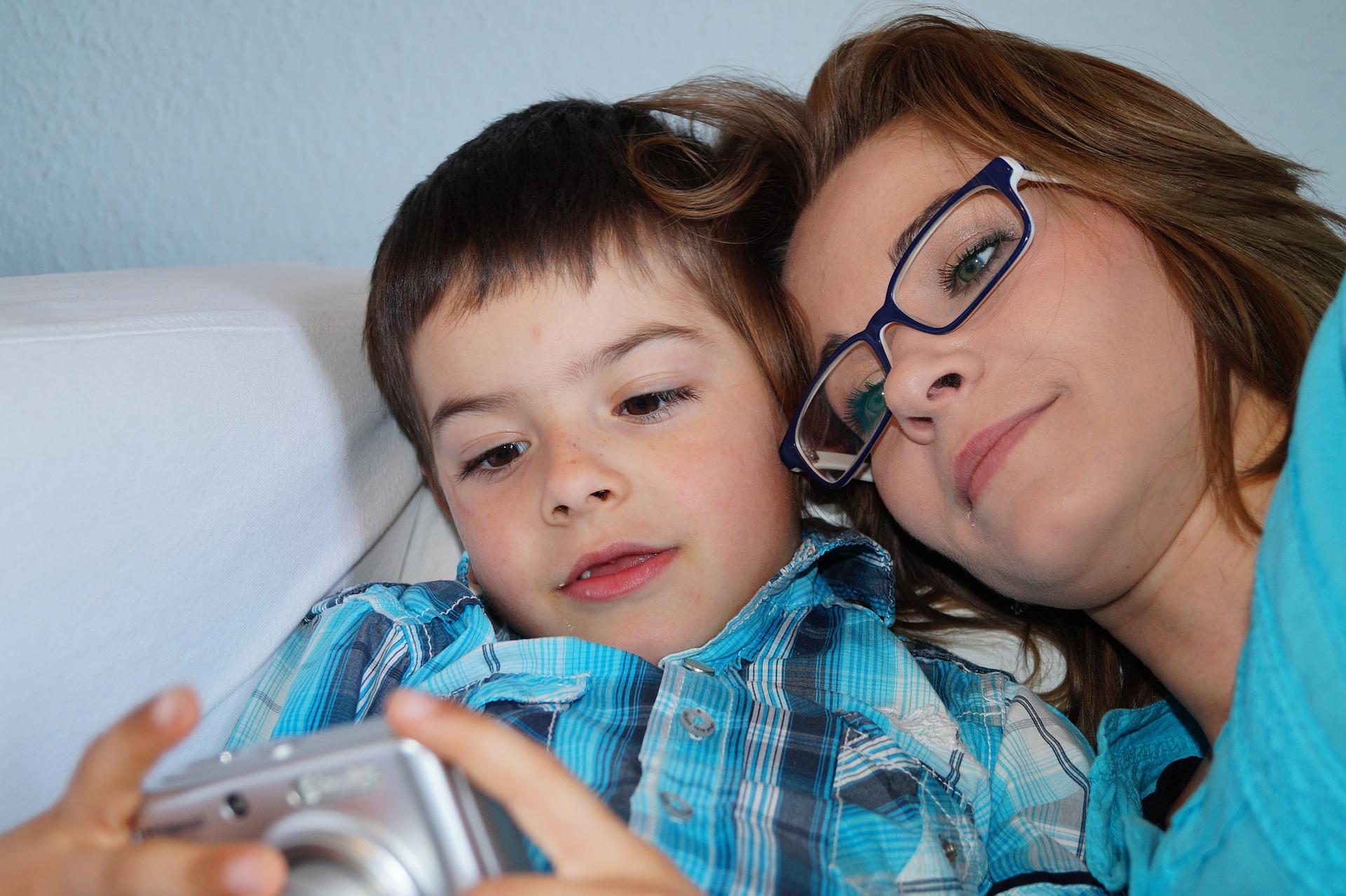 Redes sociales - mamas360 - madre e hijo