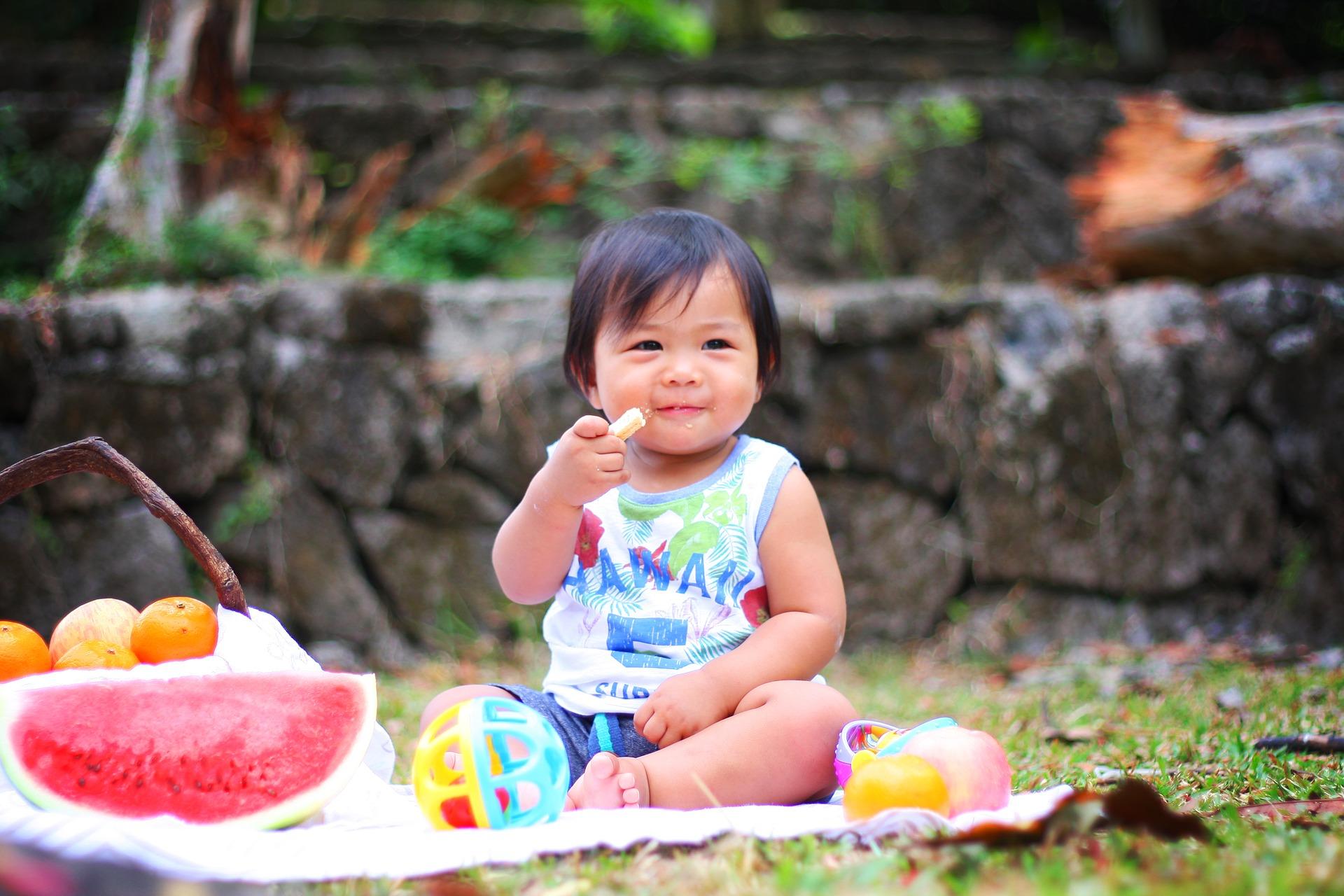 Octavo mes - mamas360 - bebé comiendo