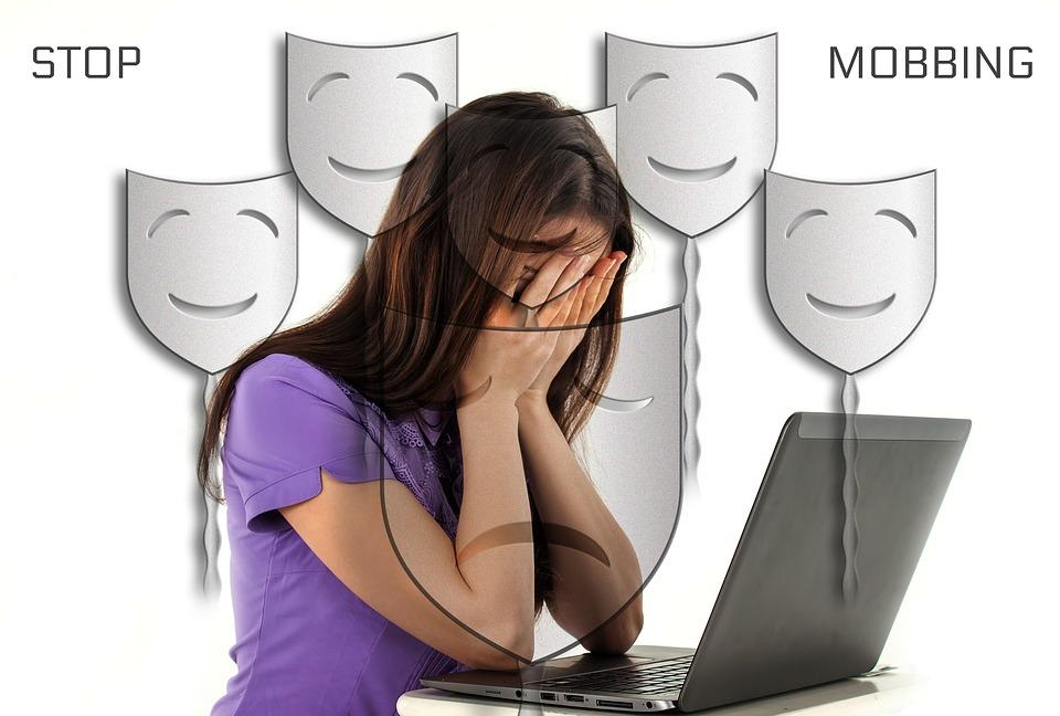 Las redes sociales-Ciberacoso-Mamás360